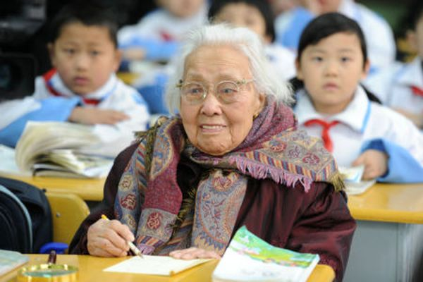 102_year_old_student_02